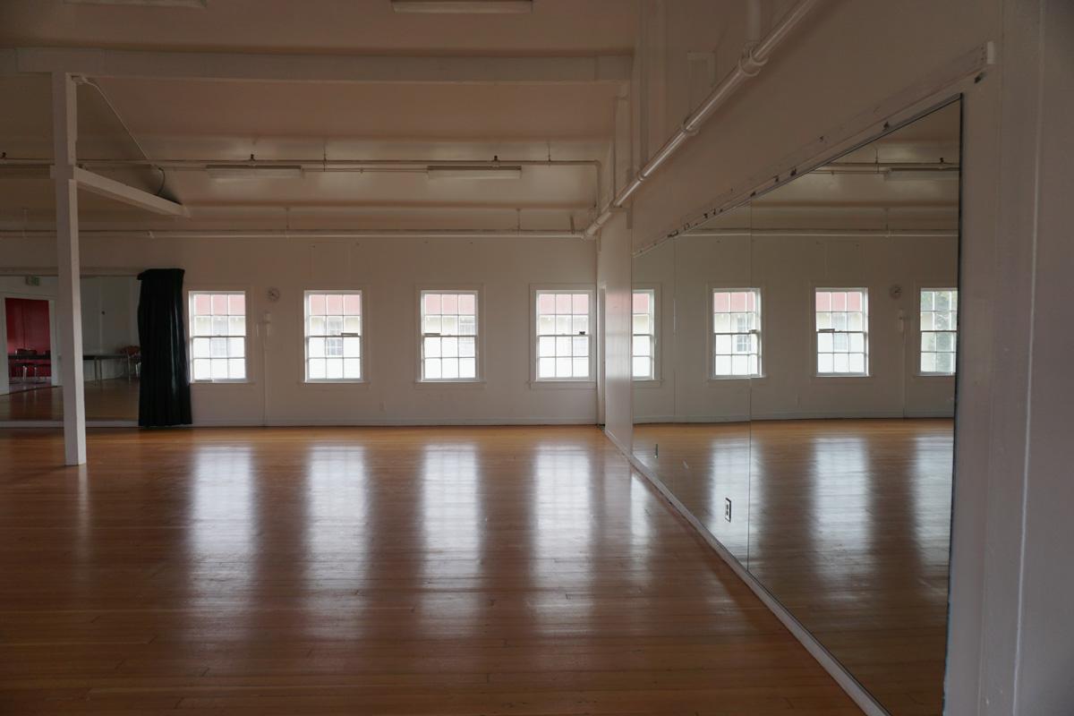 Interior building H, dance floor