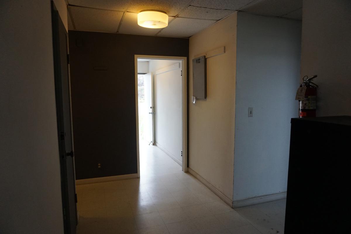 Interior building D, door